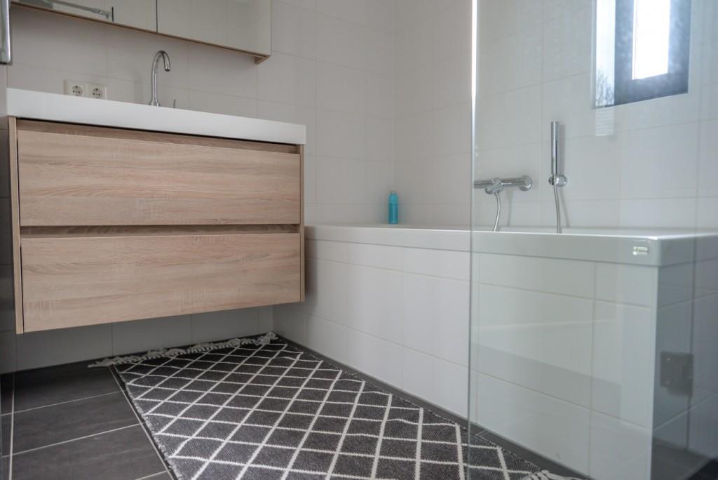 badkamer houten meubel houtlook