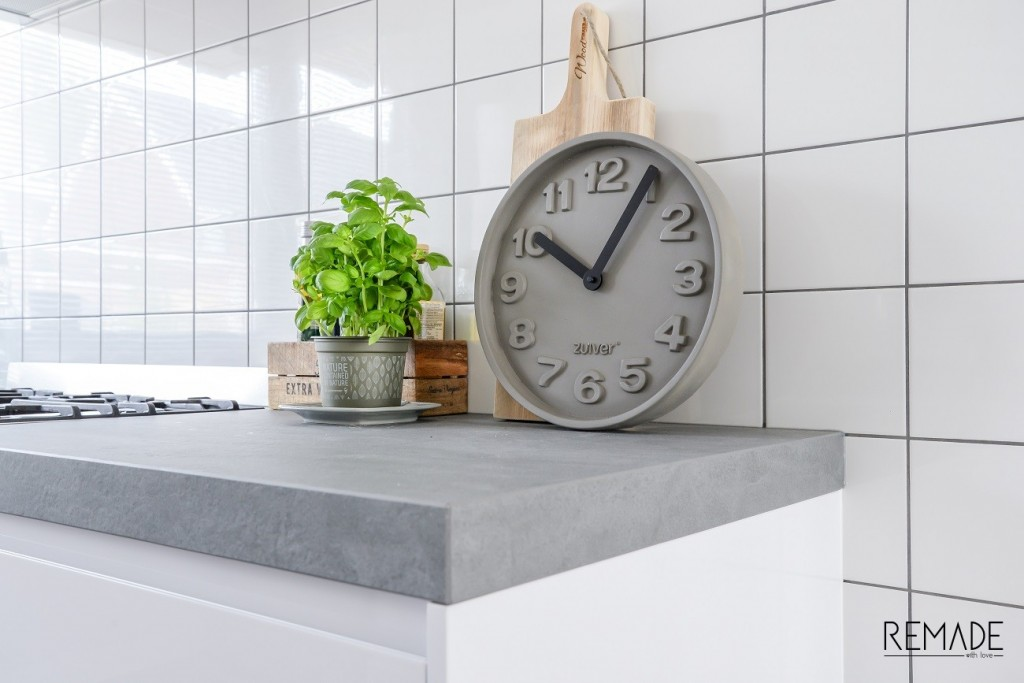 zuiver concrete clock beton klok