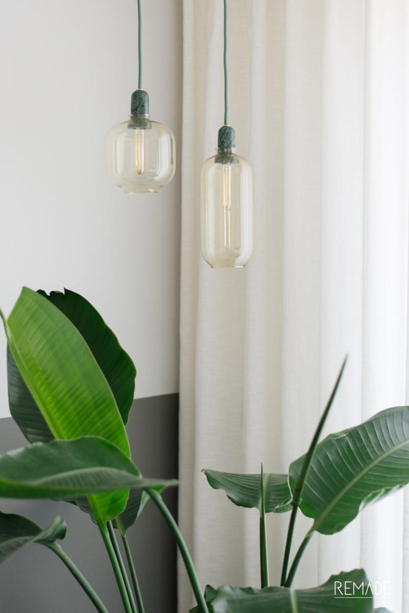 sfeerverlichting woonkamer muur achter bank amp lamp
